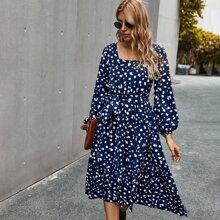 Kleid mit Dalmatiner Muster, Rueschenbesatz und Guertel