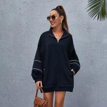 Pullover mit sehr tief angesetzter Schulterpartie, Kontrast Paspel, Reissverschluss, Taschen Flicken und halber Knopfleiste
