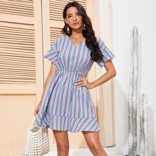 Kleid mit Streifen, Schosschenaermeln und Raffungsaum