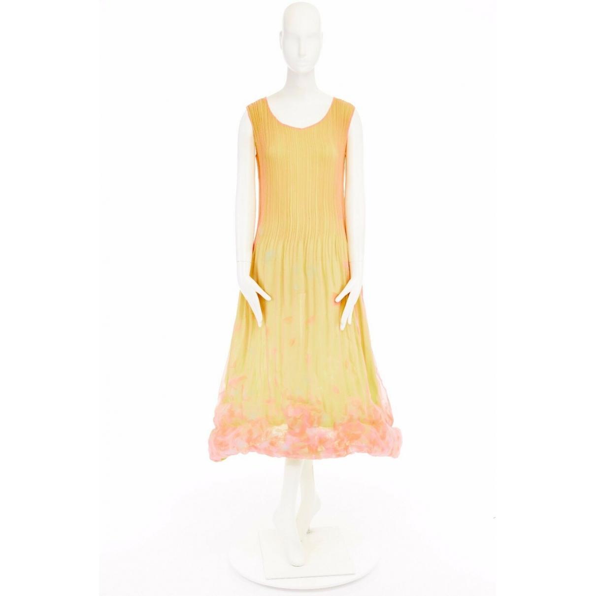 Issey Miyake \N Kleid in  Gelb Seide