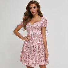 Kleid mit Knoten auf Manschetten, Raffungsaum und Gaensebluemchen Muster