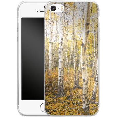 Apple iPhone 5s Silikon Handyhuelle - Fallen Leaves von Joy StClaire
