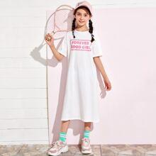 T-Shirt Kleid mit sehr tief angesetzter Schulterpartie, seitlichem Schlitz und Buchstaben Grafik
