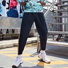 Jogginghose mit Kordelzug um die Taille, Kontrast und seitlicher Naht