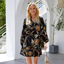 Kleid mit eingekerbtem Kragen, Bishofaermeln und Kette Muster