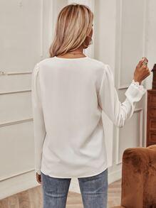 Bluse mit Kontrast Spitze und Puffaermeln