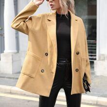 Zweireihiger Mantel mit Taschen vorn