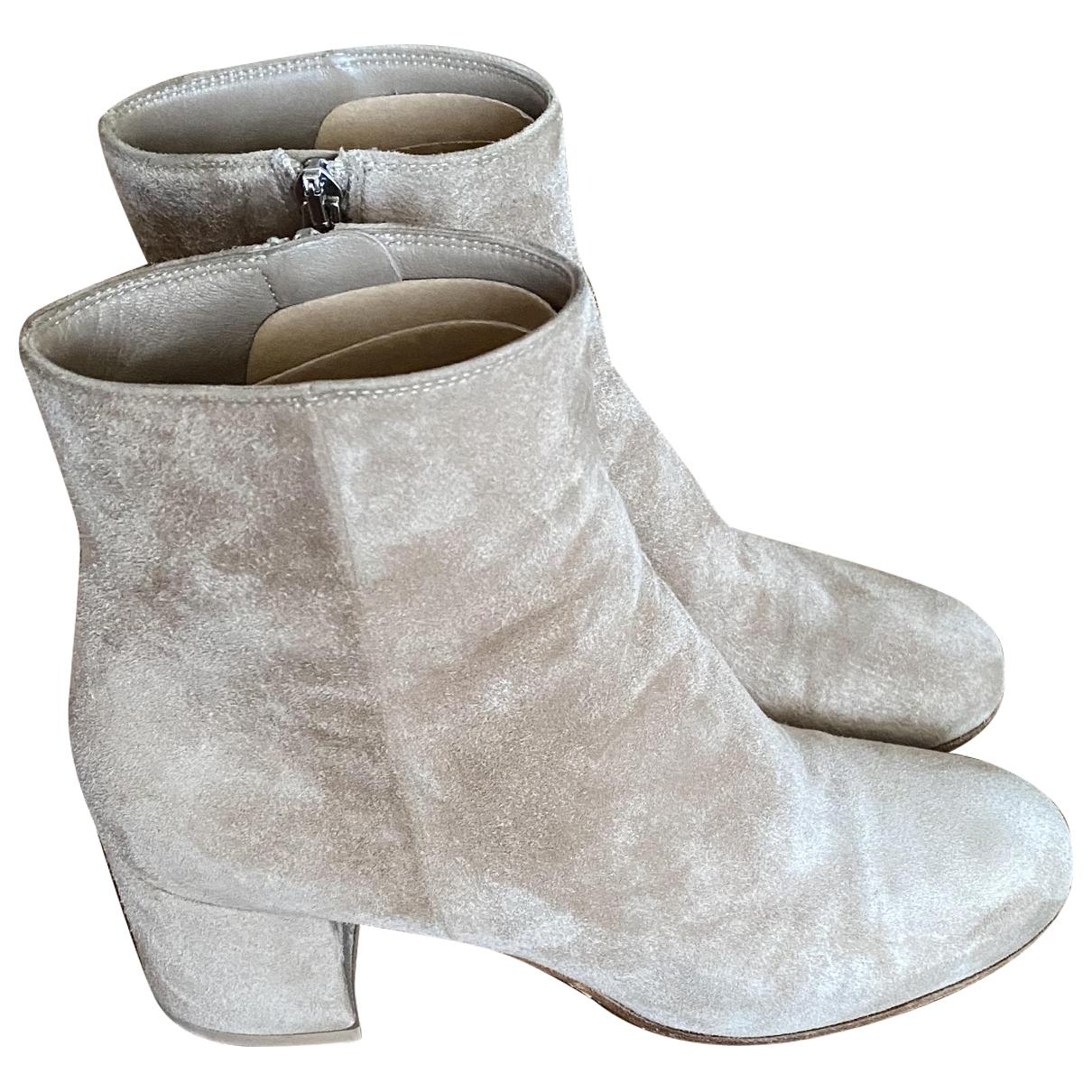 Gianvito Rossi \N Beige Velvet Ankle boots for Women 37.5 EU