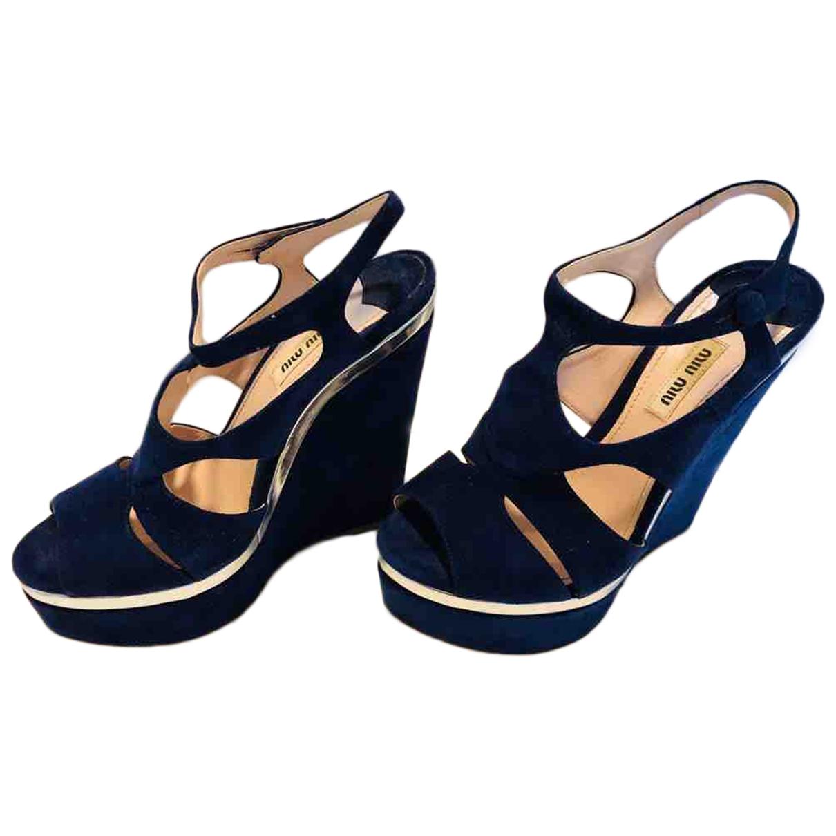 Miu Miu \N Sandalen in  Blau Veloursleder