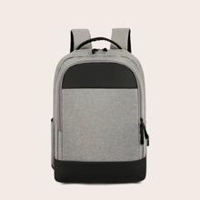Maenner zweifarbiger Rucksack und USB Anschluss