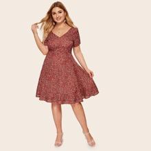 Kleid mit Gaensebluemchen Muster