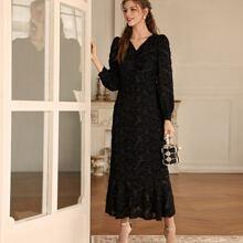Kleid mit V Kragen und Rueschenbesatz