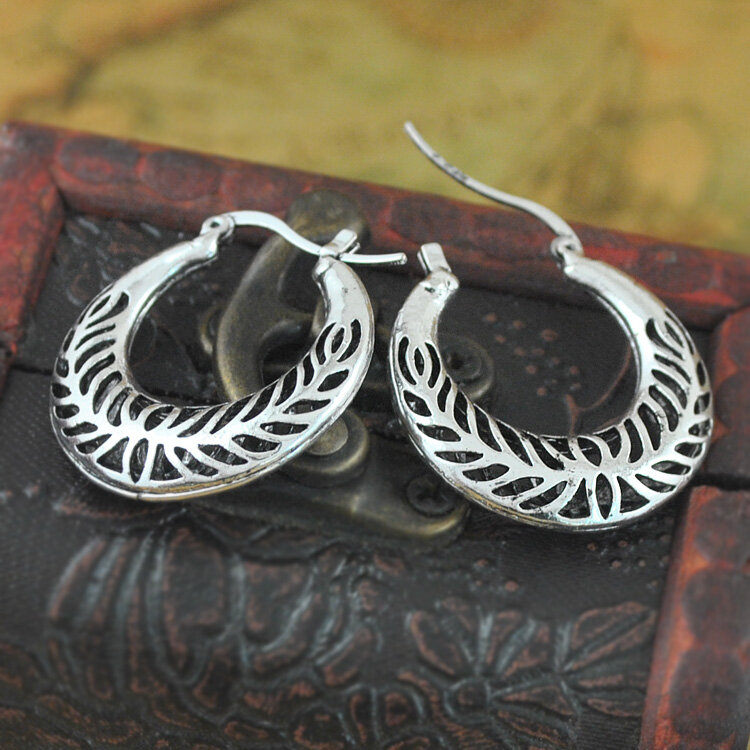 Vintage Hollow Carved Earrings Crescent Moon Flower Leaf Women Pendant Earrings