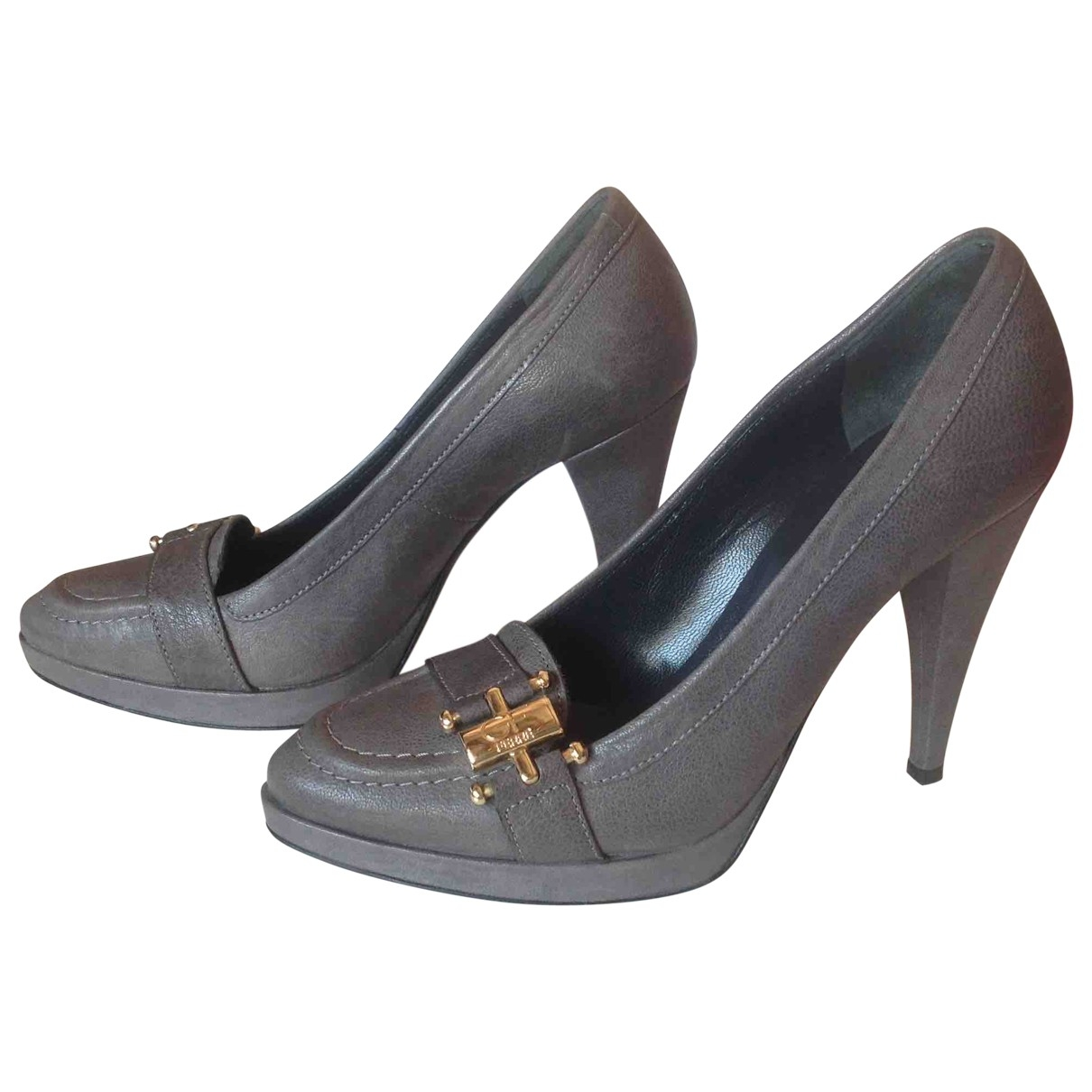 Gianfranco Ferre \N Pumps in  Grau Leder