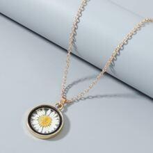 Daisy Pattern Round Charm Necklace