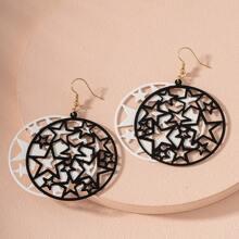 Runde Ohrringe mit Ausschnitt und Stern Design