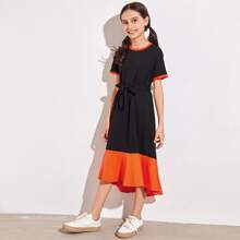 Ringer Kleid mit Kontrast Raffungsaum und Guertel