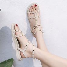 Sandalen mit Nieten Dekor