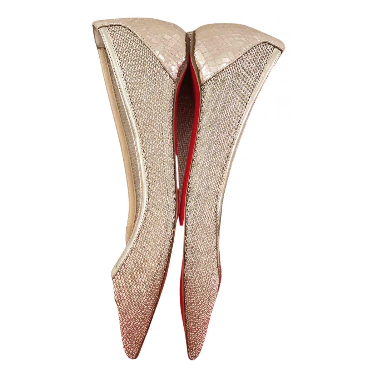 Christian Louboutin \N Ballerinas in  Gold Leinen