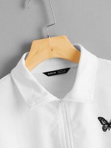 Pullover mit Schmetterling Stickereien und sehr tief angesetzter Schulterpartie