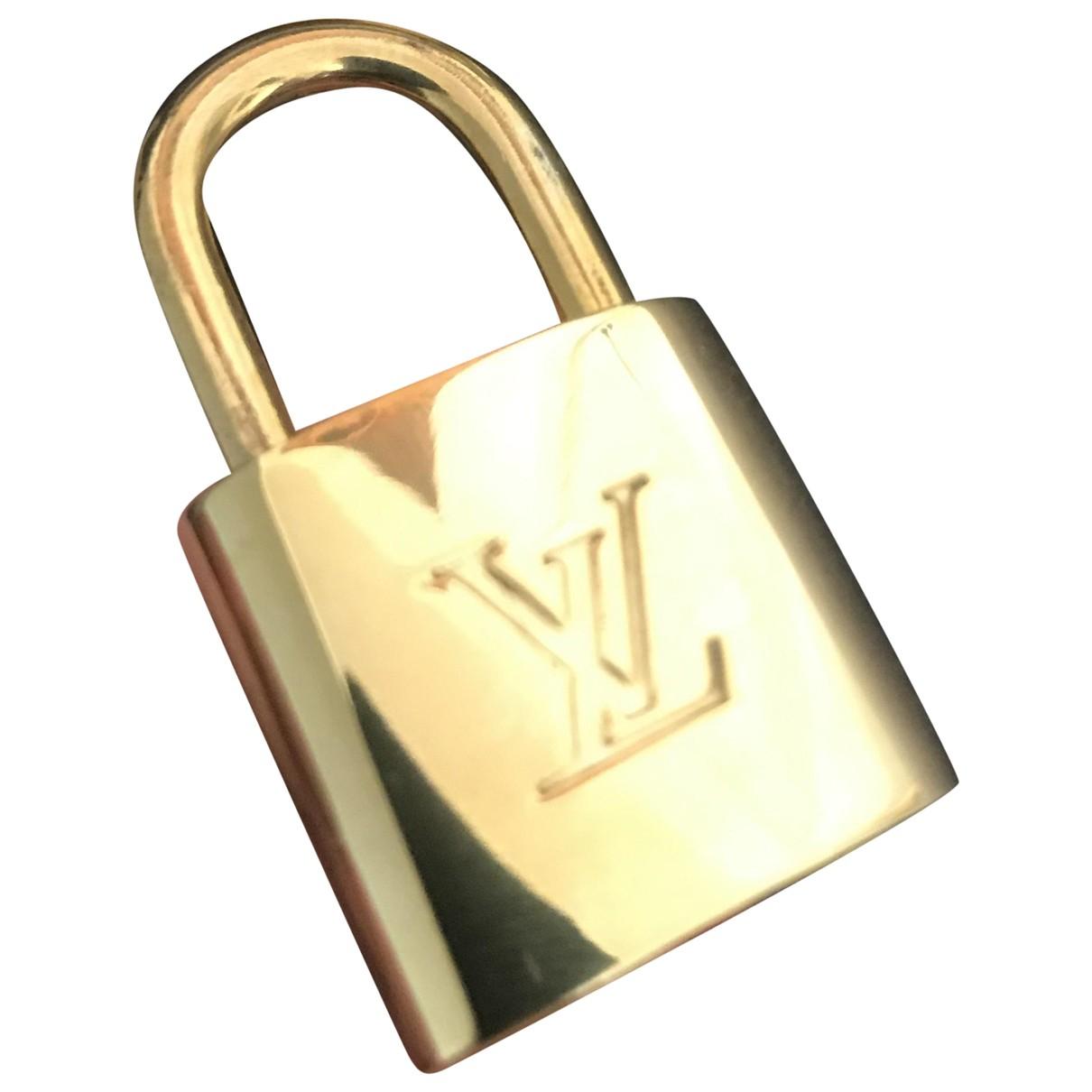 Louis Vuitton N Gold Metal Travel for Life & Living N
