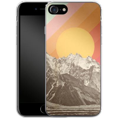 Apple iPhone 8 Silikon Handyhuelle - Mountainscape von Florent Bodart