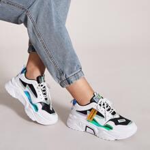Zapatos con cordon delantero holografico con diseño de parche con letra
