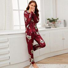 Conjunto de pijama de saten con estampado floral