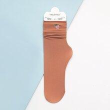 Socken mit Erdbeere Stickereien