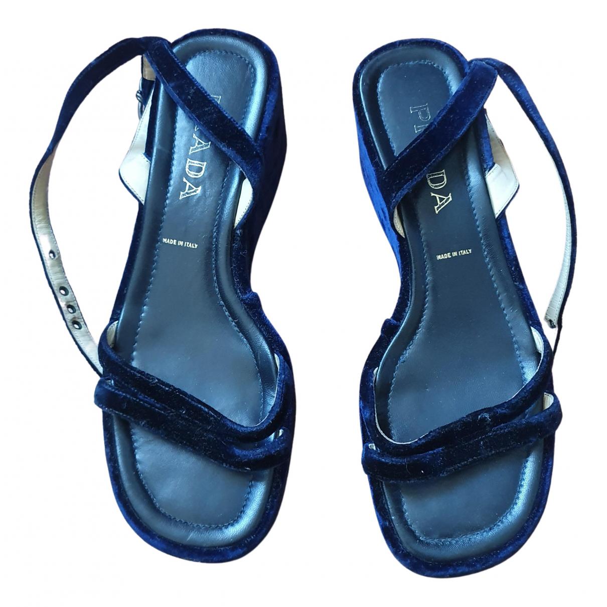 Prada \N Sandalen in  Blau Samt