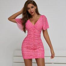 Kleid mit Schosschenaermeln, Ruesche und Herzen Muster