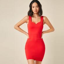 Einfarbiges figurbetontes Kleid mit Herzen Kragen