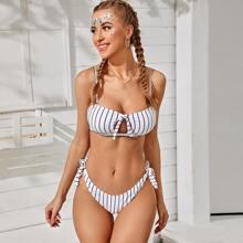 Bikini-Badeanzug mit gestreiftem Knoten vorne
