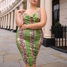 Figurbetontes Kleid mit Schlangenleder Muster und Motorhaubenhals