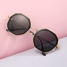Sonnenbrille mit Polygon Rahmen