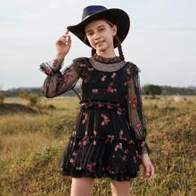 Kleid mit Raffungsaum, Blumen Stickereien und Spitzen