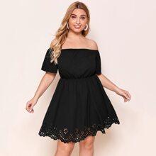 Kleid mit Bogenkante und Laserausschnitt am Saum