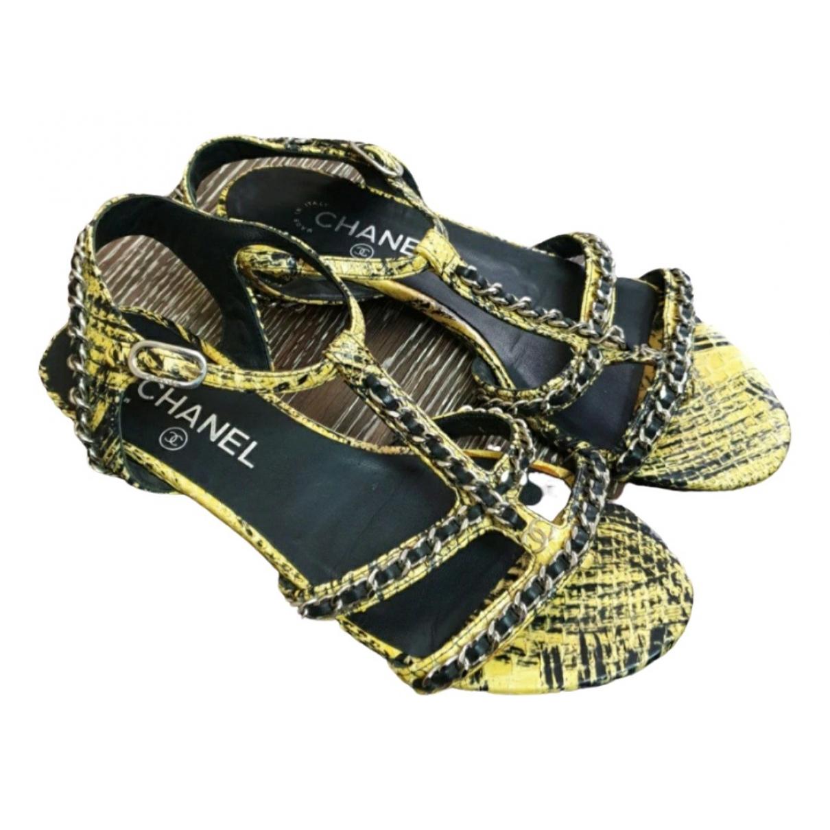Chanel \N Sandalen in  Gelb Leder