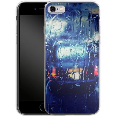 Apple iPhone 6s Silikon Handyhuelle - London Taxi In The Rain von Ronya Galka