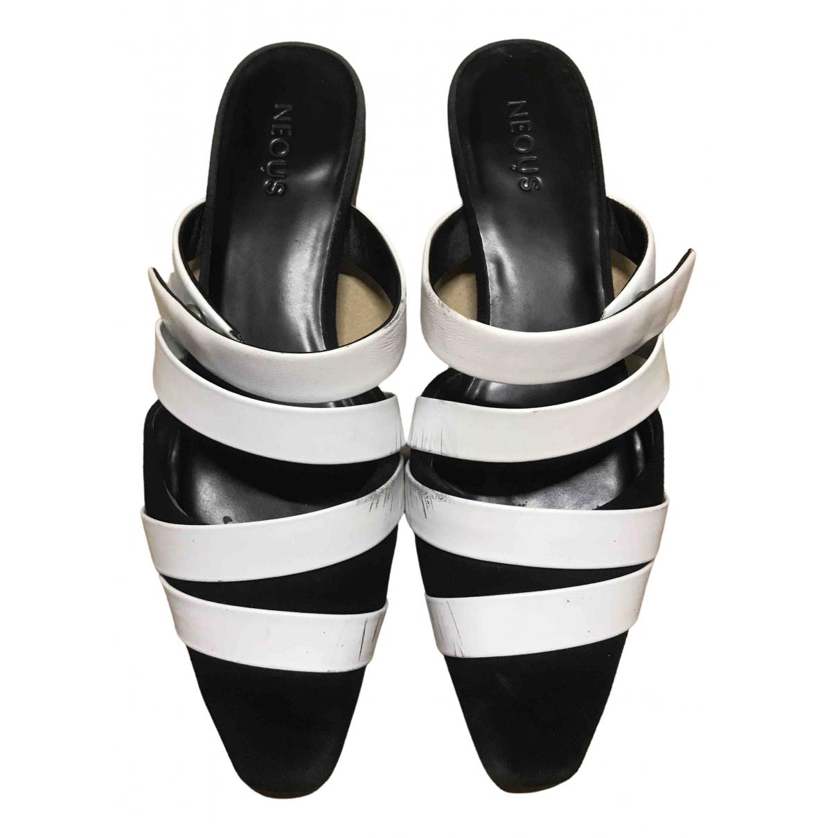 Neous - Sandales   pour femme en cuir - noir