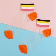 Calcetines de malla con patron de rayas de arcoiris