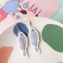 Fisch formige Ohrringe mit chinesischen Schriftzeichen Dekor