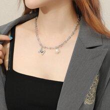 Halskette mit Kunstperlen & Buchstaben Anhaenger