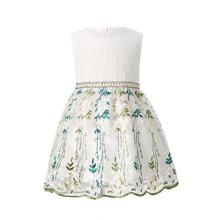 Kleid mit Band hinten, Stickereien und Netzstoff