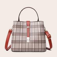 Tasche mit metallischem Dekor und Karo Muster