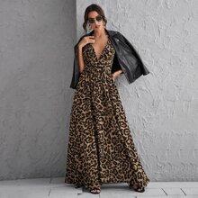 Kleid mit tiefem Kragen, Kreuzgurt, offener Rueckseite und Leopard Muster