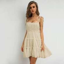 Cami Kleid mit geraffter Rueckseite und mehrschichtigem Saum