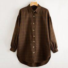 Hemdkleid mit sehr tief angesetzter Schulterpartie, Stufensaum und Karo Muster