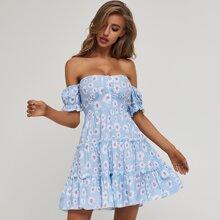 schulterfreies Kleid mit geraffter Rueckseite, mehrschichtigem Saum und Blumen Muster