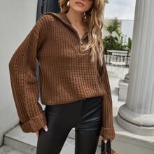 Pullover mit halbem Reissverschluss und sehr tief angesetzter Schulterpartie